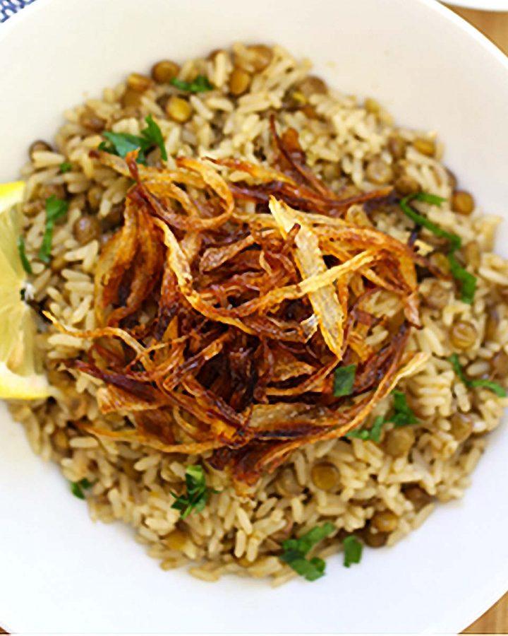 Lentil rice with crispy onions