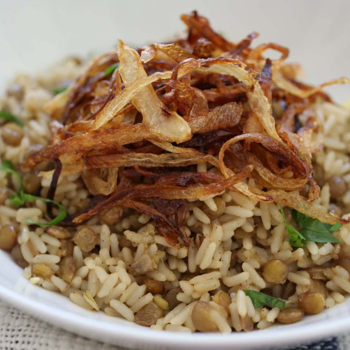 Lentil wuth rice and crispy onions