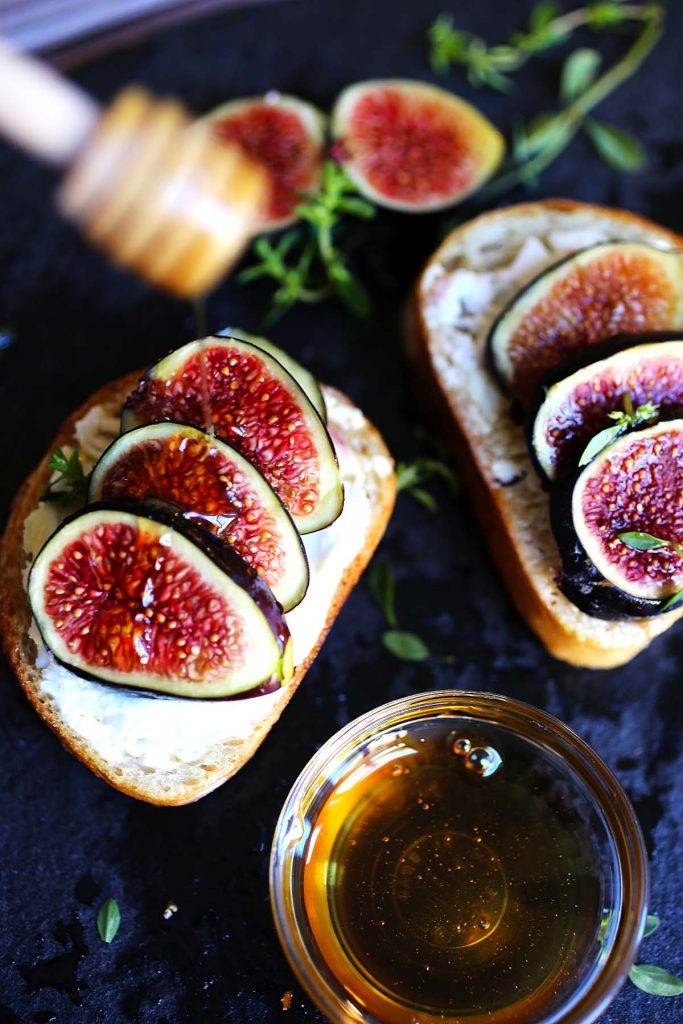 Baguette with figs and honey.