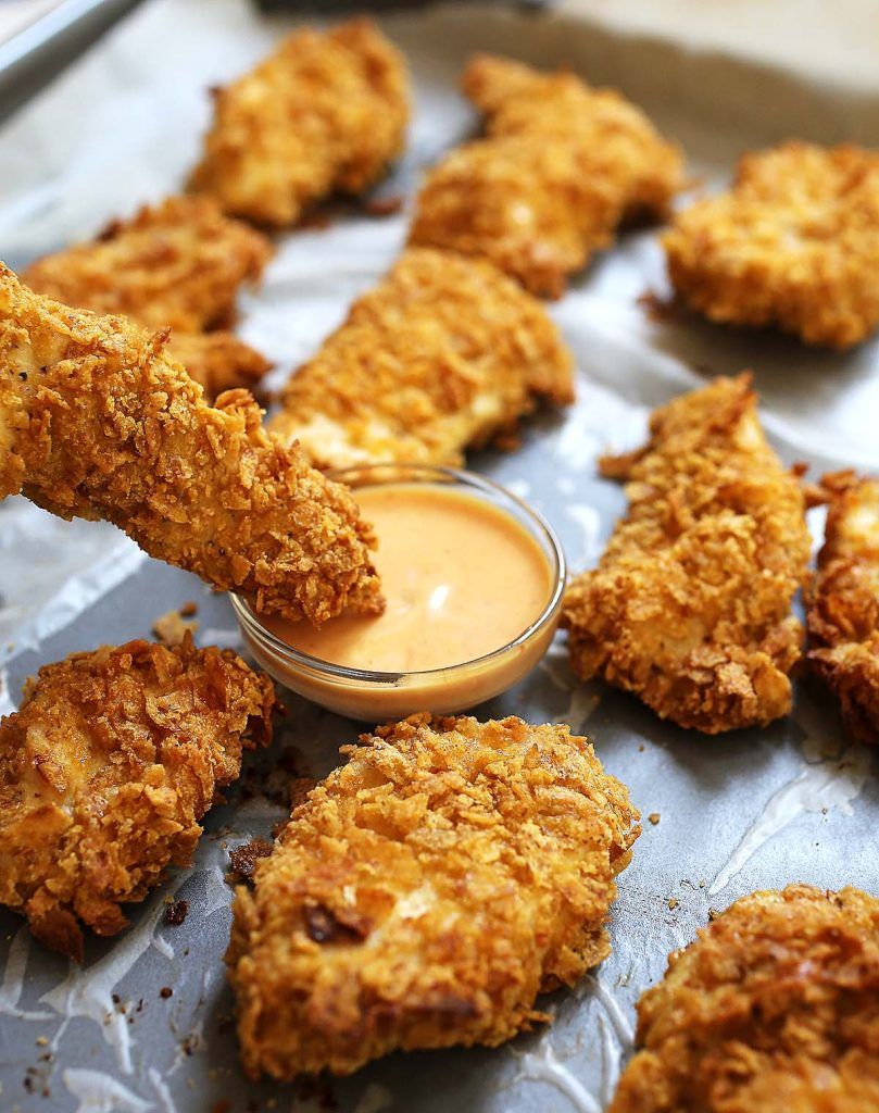 Baked chicken nuggets with sauce
