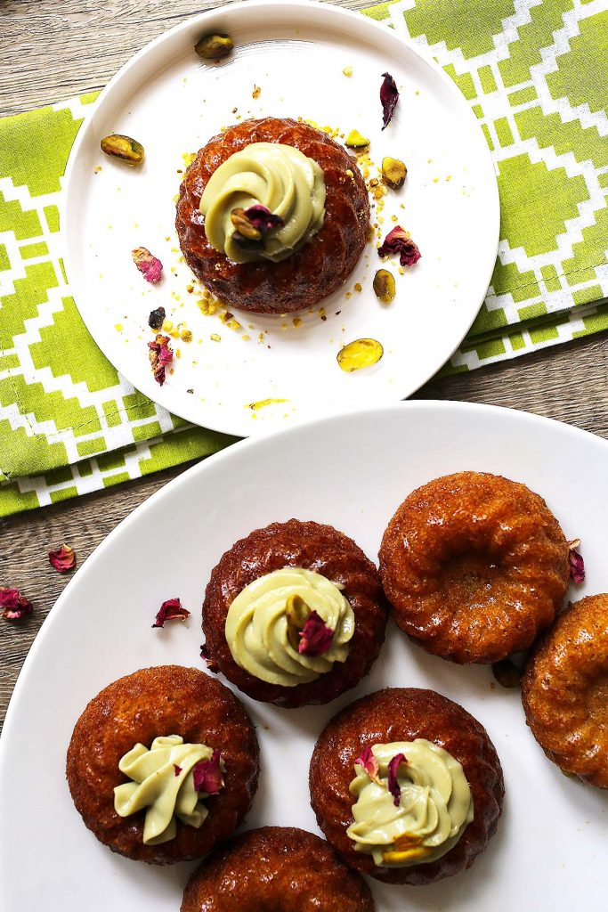Cupcakes on serving plates.