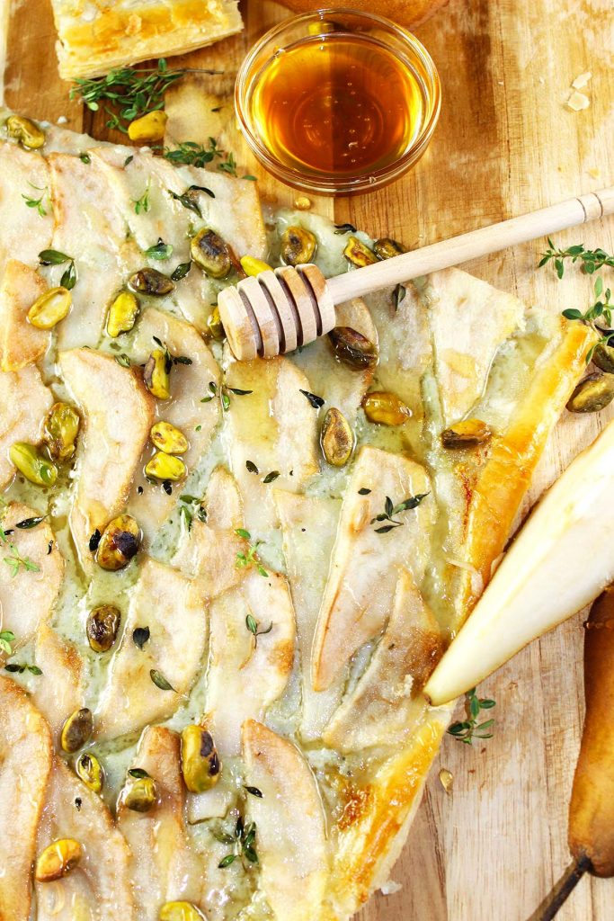 Cheese and pear tart with pistachios and honey.
