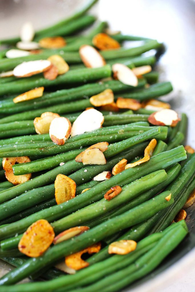 Green beans with garlic and almonds.