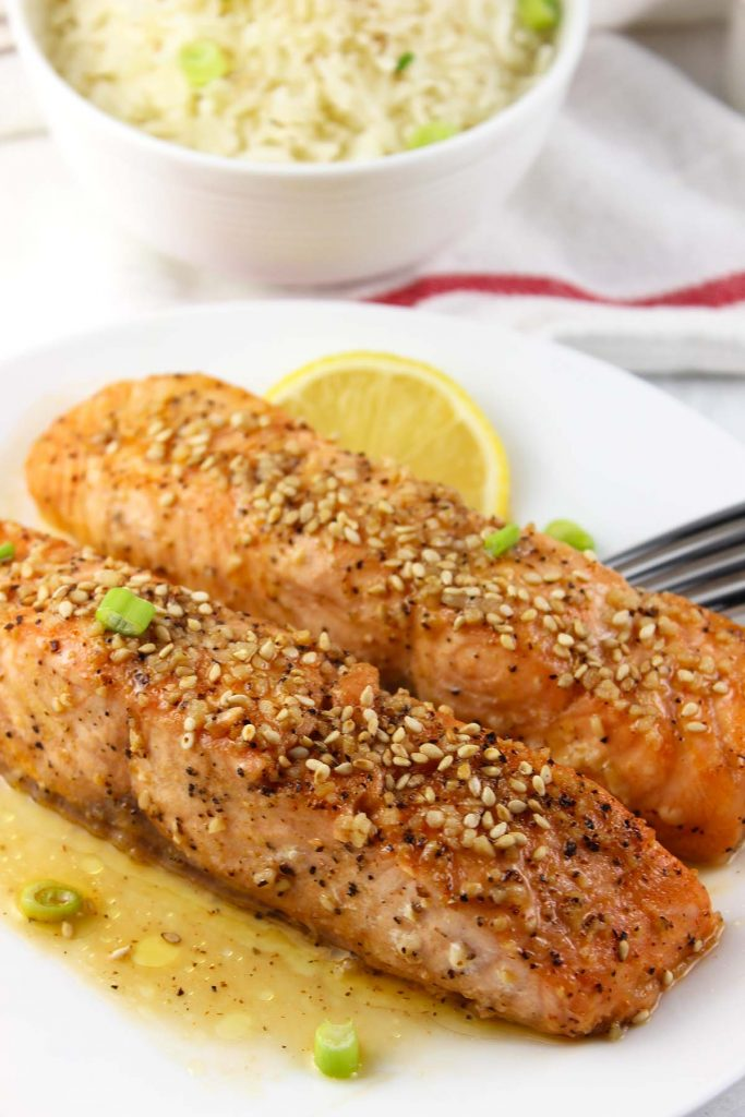 Salmon with lemon and sauce in plate.