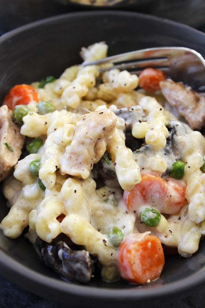 Chicken Alfredo pasta.
